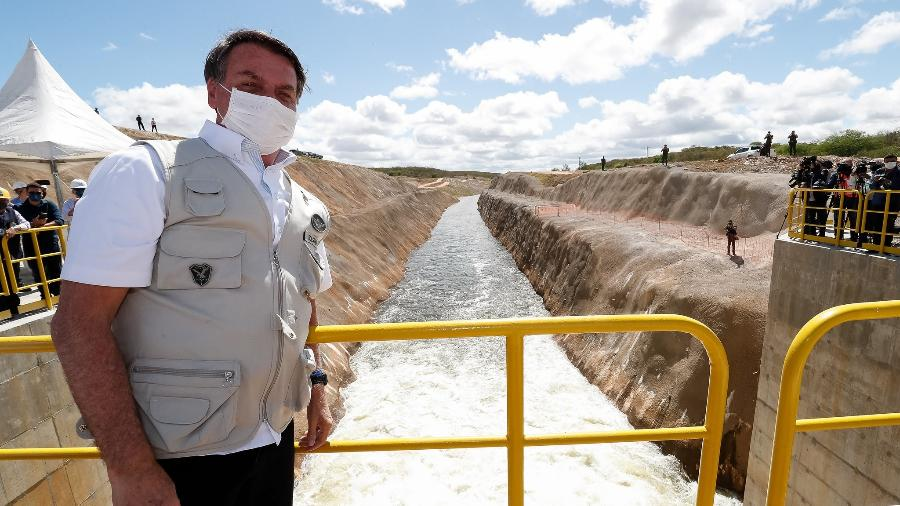 26.jun.2020 - O presidente Jair Bolsonaro (sem partido) na inauguração de canal da transposição do Rio São Francisco em Penaforte, no Ceará - Alan Santos/Presidência da República