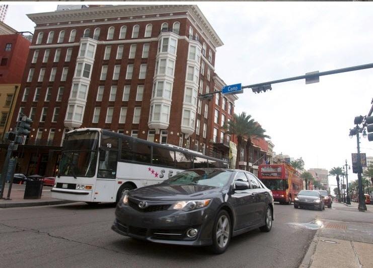 2015: Rua de Nova Orleans, Louisiana (EUA), dez anos após o furacão Katrina varrer edifícios, alagar quase totalmente a cidade e causar mais de 1.800 mortes