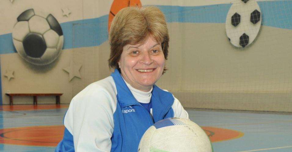 Prazeres Augusta Pereira de Souza, 60, guardou 60% do seu salário como servidora pública durante 30 anos para fundar a Escola de Esportes Conviver. Durante todo esse tempo, ela aplicou o dinheiro na caderneta de poupança e juntou R$ 1 milhão
