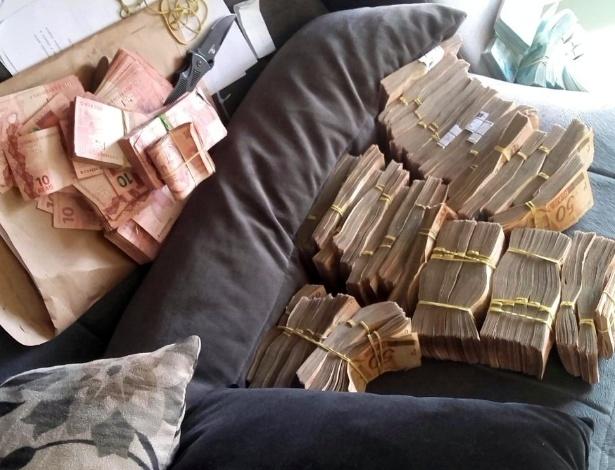 A Polícia Civil e o Ministério Público encontrou R$ 2,5 milhões em notas na casa dos sonegadores