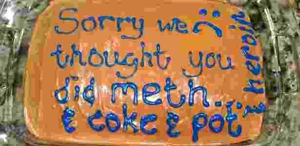 Errr... será que pelo menos o bolo estava gostoso?  - Reprodução/Twitter/@whxsper