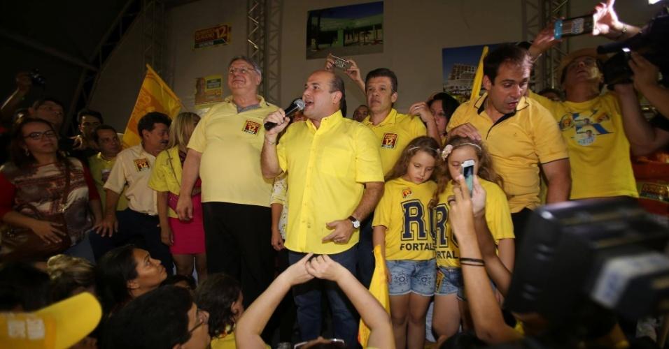 2.out.2016 - Roberto Claudio (PDT) discursa após ser confirmado no segundo turno em Fortaleza. Claudio é o atual prefeito da cidade e enfrentará Capitão Wagner (PR)