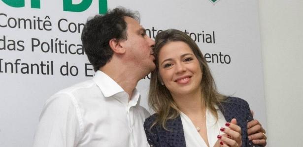 A primeira-dama do Ceará, Onélia Leite Santana, ao lado do governador Camilo Santana
