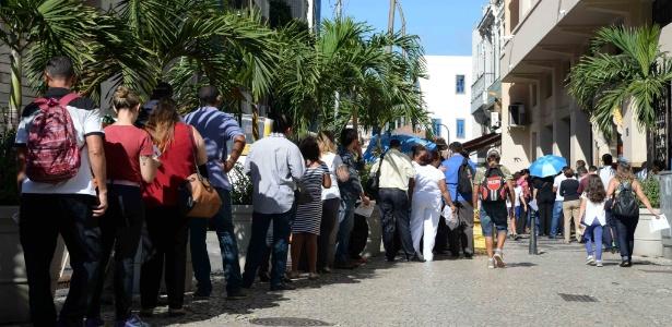 Posto de saúde no centro do Rio tem fila para vacinação contra febre amarela nesta terça (4)