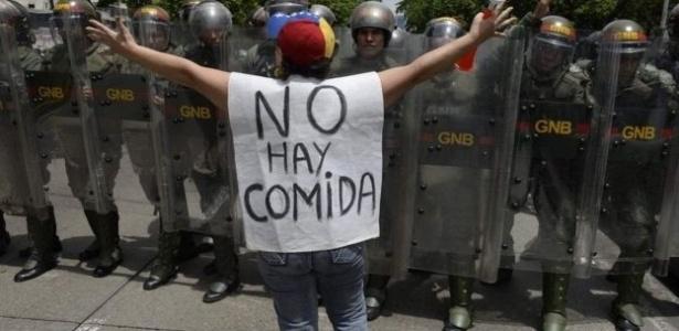 """Venezuelana protesta: """"Não tem comida"""" - Frederico Parra/AFP"""