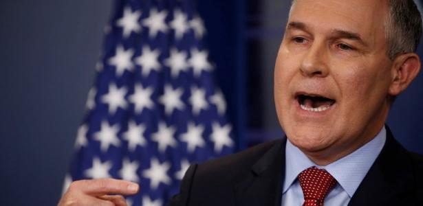 O diretor da Agência de Proteção Ambiental americana (EPA), Scott Pruitt, durante anúncio realizado nesta sexta-feira (2), na Casa Branca, em Washington