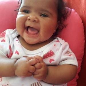 Emanuelle, de 4 meses, morreu em seu primeiro dia de creche