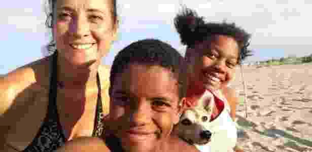Fernando com a mãe e a irmã, em viagem à praia  - Arquivo pessoal - Arquivo pessoal
