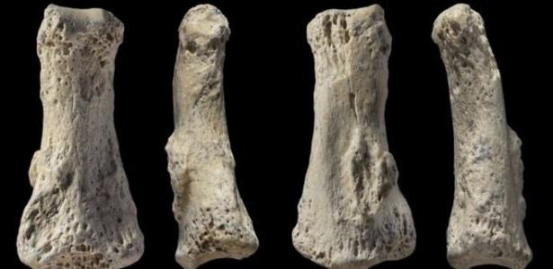 Um fóssil encontrado por pesquisadores no deserto árabe foi identificado como sendo a falange de um Homo sapiens de 85 mil anos