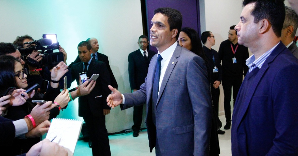 17.ago.2018 - O deputado federal Cabo Daciolo, candidato à Presidência pelo Patriota, chega para o debate na Rede TV, nesta sexta-feira (17)