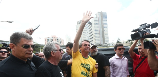 Candidato Jair Bolsonaro visita o Hospital Ascomcer, em Juiz de Fora (MG)