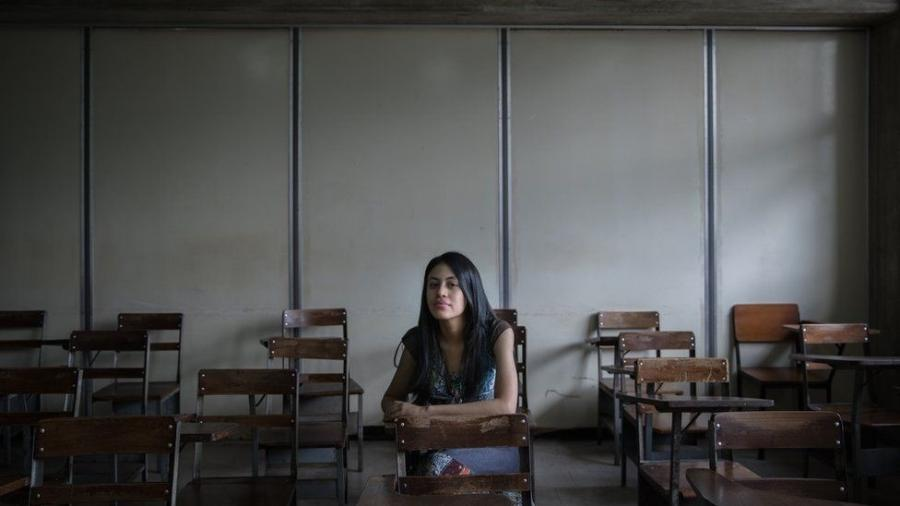 Angela mora perto de Caracas com sua mãe, que é chavista, e seu pai, um oposicionista - Fabiola Ferrero