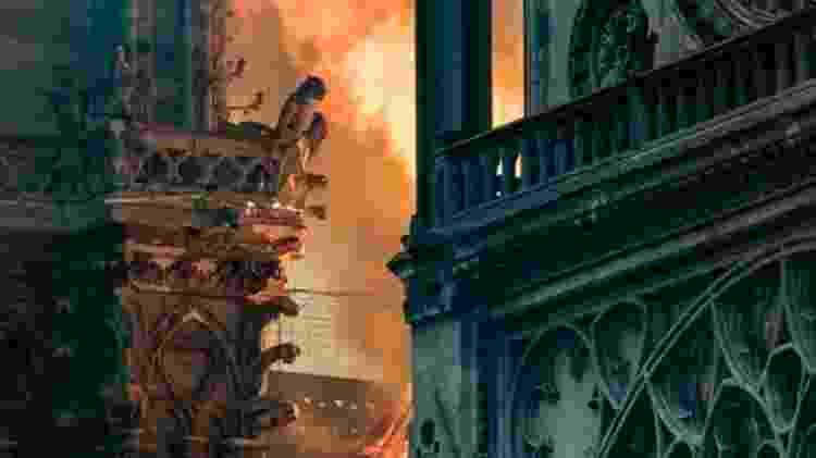 Quando as chamas começaram, foram ouvidas explosões - AFP/BBC