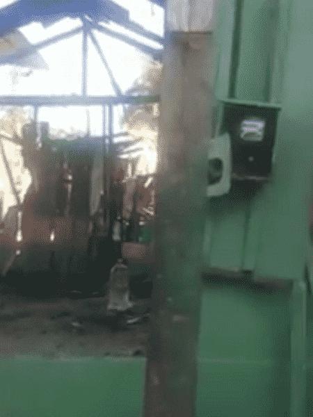 Detalhe da casa de Raimunda Alves da Gama, 75, que foi incendiada - Reprodução