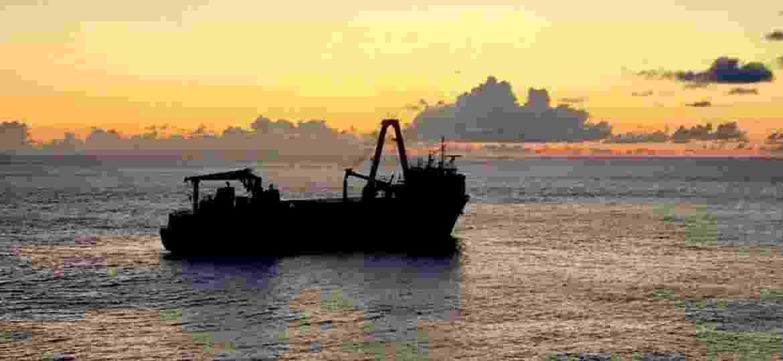 Navio cargueio MV Alta foi fotografado a partir do HMS Protector em setembro de 2019 - @hmsprotector/Twitter
