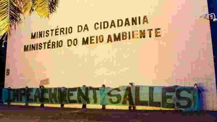Manifestantes exigem saída de Ricardo Salles do Ministério do Meio Ambiente - Reprodução/Twitter