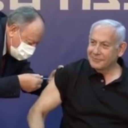 Primeiro-ministro de Israel, Benjamin Netanyahu recebe segunda dose da vacina da Pfizer - Reprodução