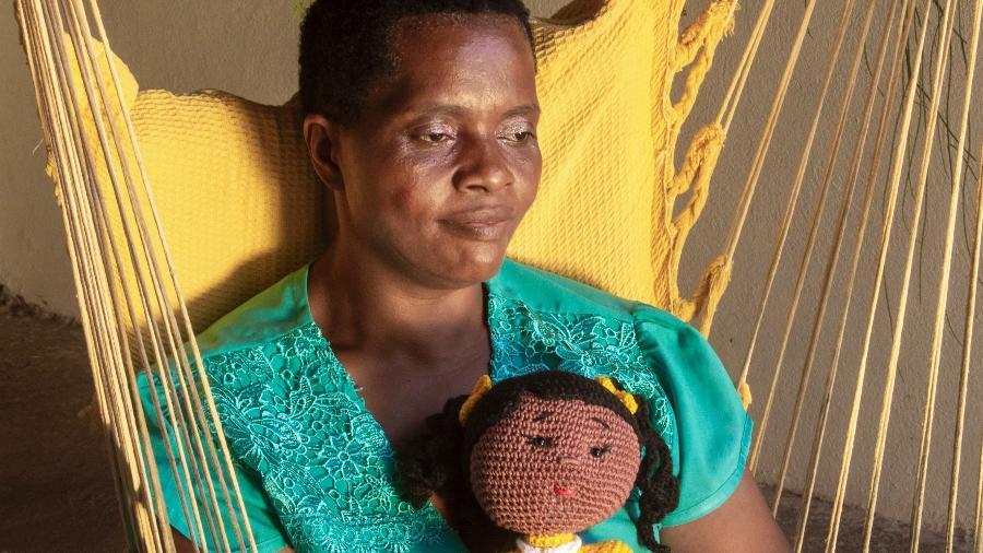 Madalena Gordiano passou 38 anos em condições análogas à escravidão e só comprou sua primeira boneca aos 47 anos - Joel Silva/UOL