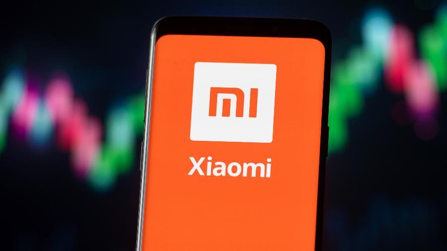Logotipo da multinacional chinesa Xiaomi exibido em um smartphone; empresa deixa lista americana de mal vistas - Mateusz Slodkowski / SOPA Images / LightRocket via Getty Images
