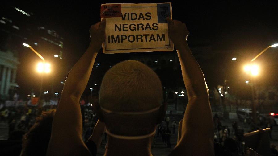 Ato contra o racismo foi realizado no centro do Rio de Janeiro - LUCIANO BELFORD/AGÊNCIA O DIA/ESTADÃO CONTEÚDO