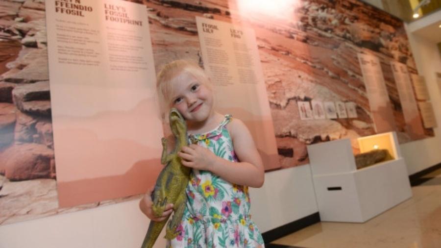 Lily no Museu Nacional de Cardiff - Reprodução/Serviço de Notícias do País de Gales