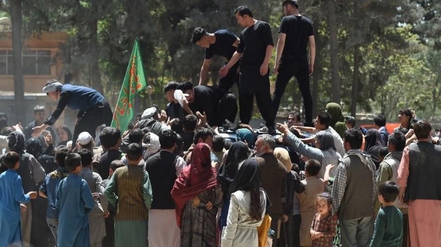 Diante do avanço do Taleban no Afeganistão, famílias se refugiaram em outras cidades - WAKIL KOHSAR / AFP