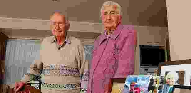 """O casal Hugh Nees, 94, e Joan, 92. Segundo a filha, eles queriam """"morrer juntos"""" - Getty Images"""