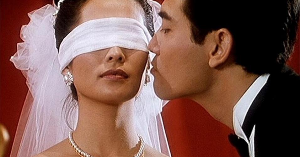 O filme ''O Banquete de Casamento'' (Xi yan, 1993) aborda a questão da homossexualidade masculina de maneira leve, levando o espectador a se identificar com os personagens, abalando assim os estereótipos sobre o amor e a sexualidade.