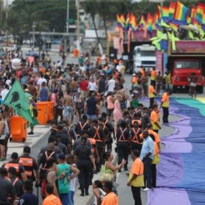 Participantes da 20ª edição da Parada do Orgulho LGBT do Rio de Janeiro, na Praia de Copacabana - Fábio Motta/Estadão Conteúdo