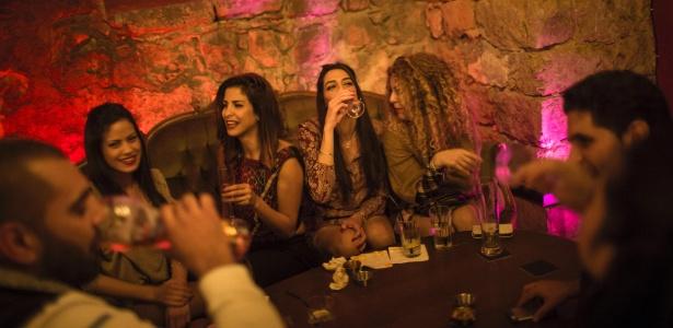 Bar Kabareet, reduto palestino em Haifa que rejeita o conservadorismo
