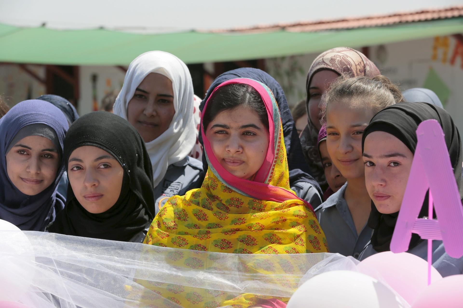 Malala Yousafzai em campo de refugiados sírios no Líbanos