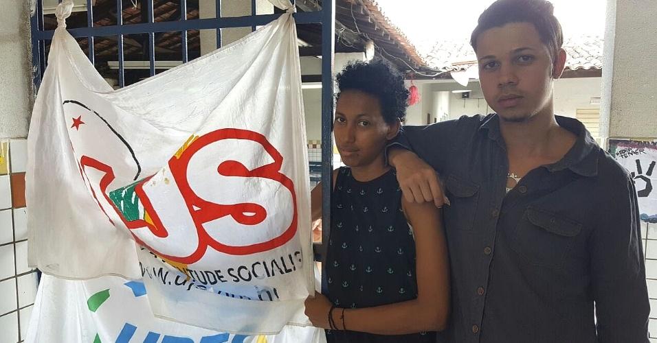 5.nov.2016 - Weverton Ramon, 20, e Rikelly Maria Silva, 18, deixarão a escola que ocupam em Arapiraca (AL) para fazer as provas do Enem 2016