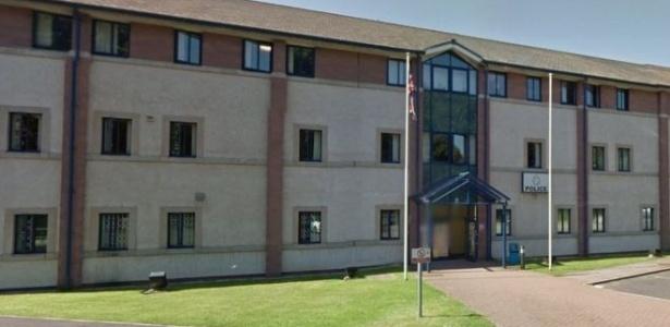 O carro estava estacionado na delegacia de polícia de Workington, no Reino Unido