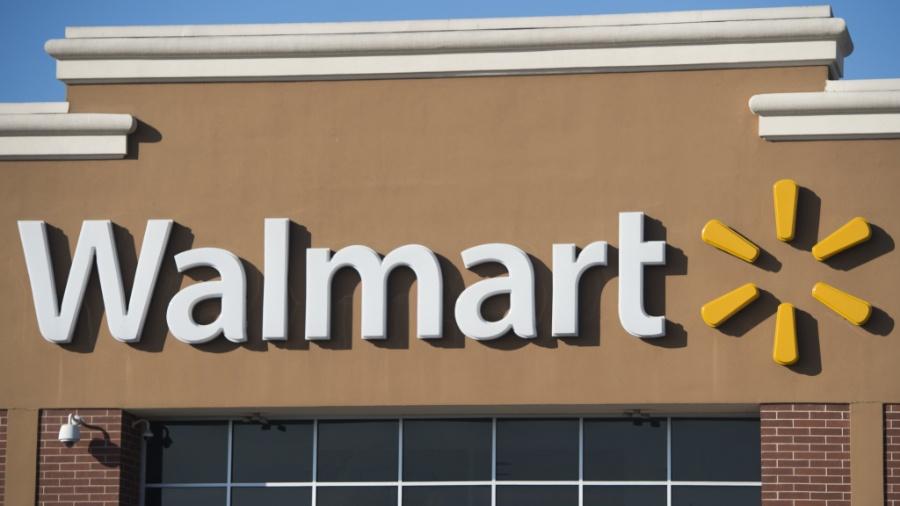 """Walmart afirmou não mexer em sua política de venda de armas, mas vai retirar cartazes de jogos """"violentos"""" - Saul Loeb/AFP"""