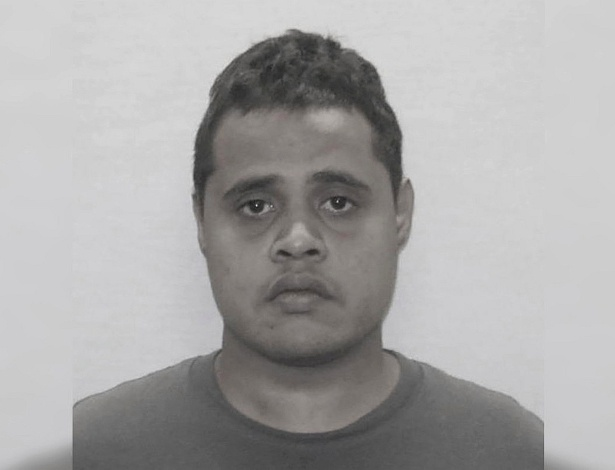 Troy Fattun, de 25 anos, foi preso após ter fugido de um avião pela saída de emergência - Divulgação/Polícia