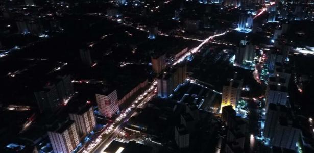 A cidade de Aracaju fica às escuras após apagão - Jorge Henrique/Estadão Conteúdo