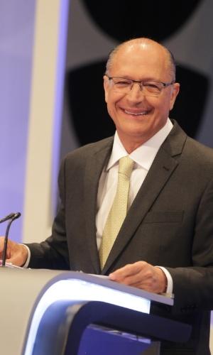 Geraldo Alckmin (PSDB) em momento de descontração durante o debate presidencial promovido pelo UOL, Folha e SBT