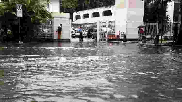 26.nov.2018 - Rua do Catete, na zona sul do Rio de Janeiro, ficou completamente alagada - Severino Silva/O Dia/Estadão Conteúdo - Severino Silva/O Dia/Estadão Conteúdo
