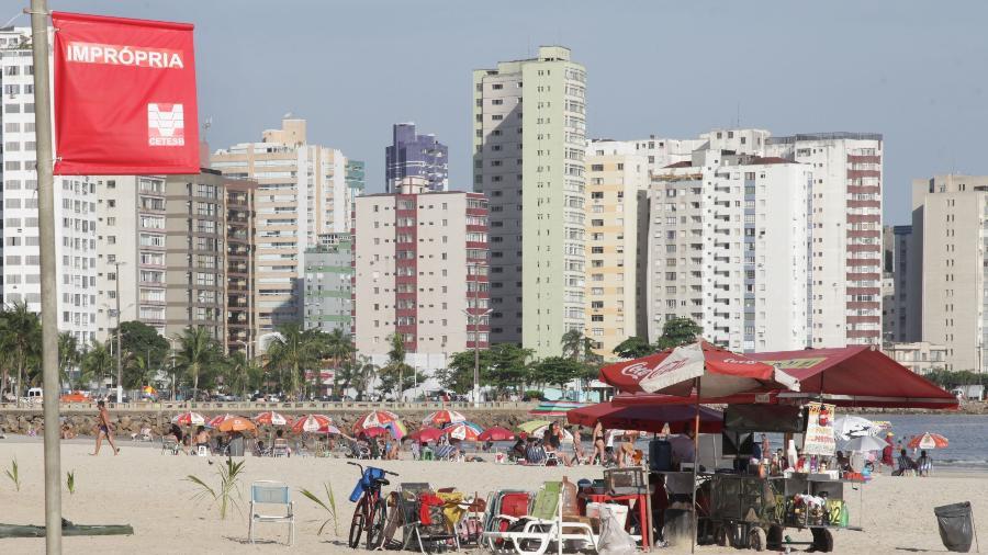 Praia do Gonzaguinha, em São Vicente, é uma das consideradas impróprias para o banho - Fernanda Luz - 21.dez.2018