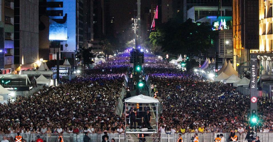 31.dez.2018 - Movimentação na Avenida Paulista em São Paulo (SP), neste segunda-feira (31), para a festa de Réveillon