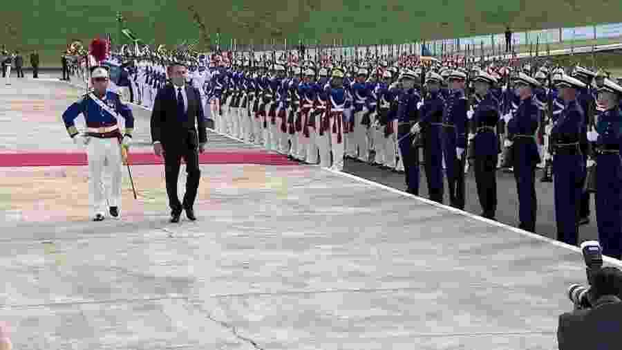 Jair Bolsonaro passa em revista a tropa Duque de Caxias, no Congresso Nacional - Reprodução