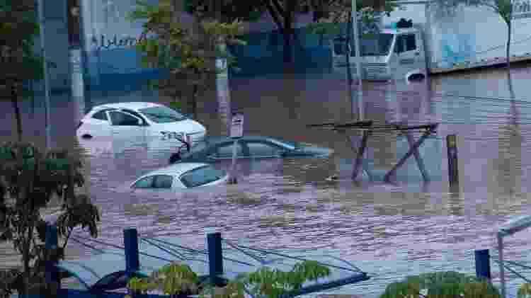 carros do lado de fora da estação - Bruno Rocha/Fotoarena/Estadão Conteúdo - Bruno Rocha/Fotoarena/Estadão Conteúdo