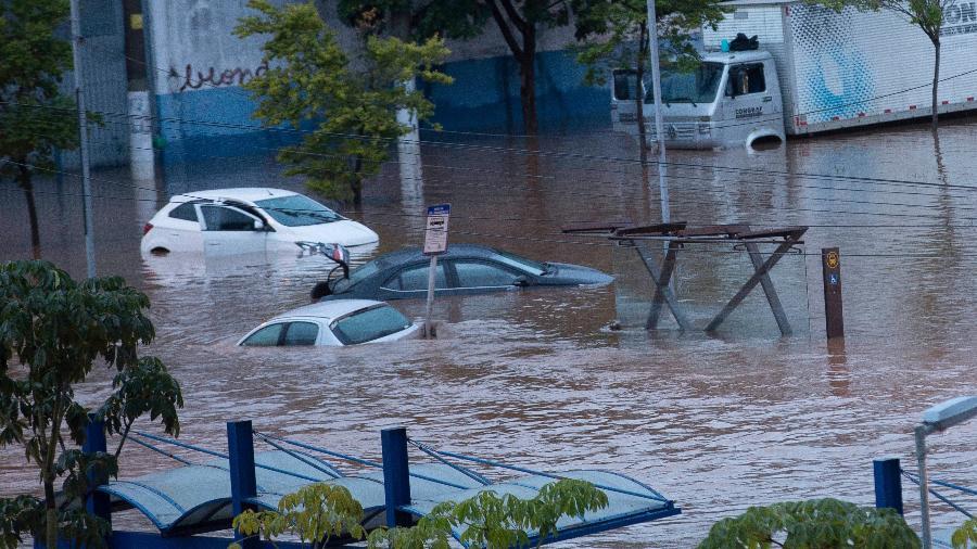 Resultado de imagem para Teve casa ou carro danificado pela chuva?