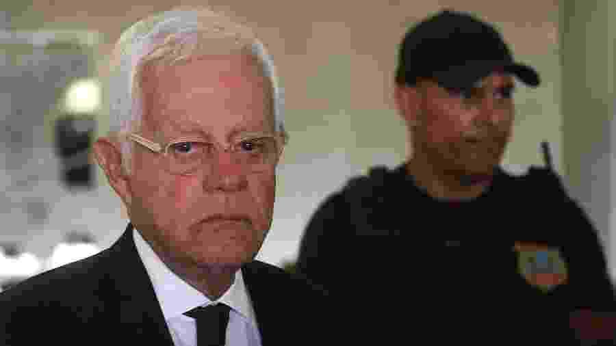 20.abr.2019 - O ex-ministro Wellington Moreira Franco, saindo da Câmara dos Deputados, em Brasília (DF) -  MATEUS BONOMI/AGIF/ESTADÃO CONTEÚDO