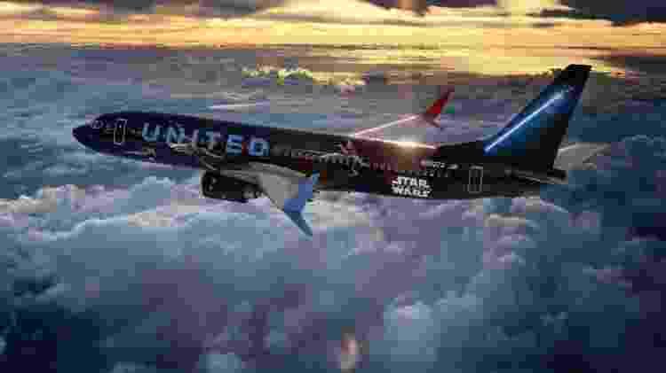Boeing 737-800 da United Airlines com pintura especial de Star Wars - Divulgação  - boeing 737 800 da united airlines com pintura especial de star wars 1572619458871 v2 750x421 - Aviões são pintados de Millennium Falcon e mostram vídeos de Star Wars
