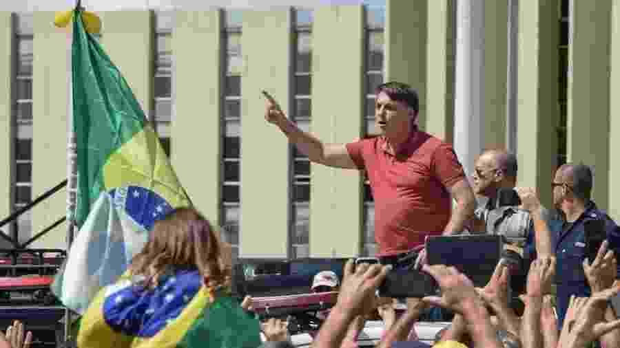 Bolsonaro discursa em ato em frente ao Quartel General do Exército, em Brasília - EVARISTO SA/AFP e Getty Images