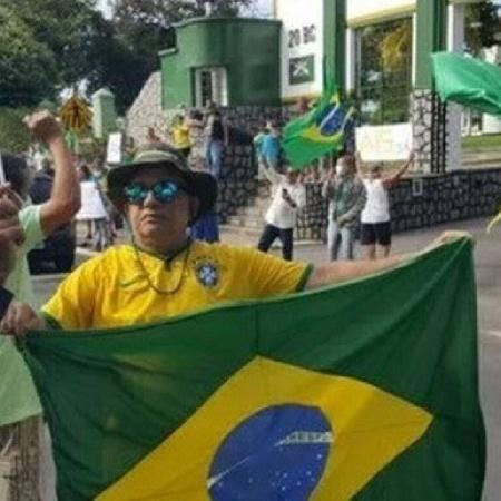 Sem máscara, Angelo Martins participa de ato pró-Bolsonaro em 19 de abril - Divulgação/Adufal