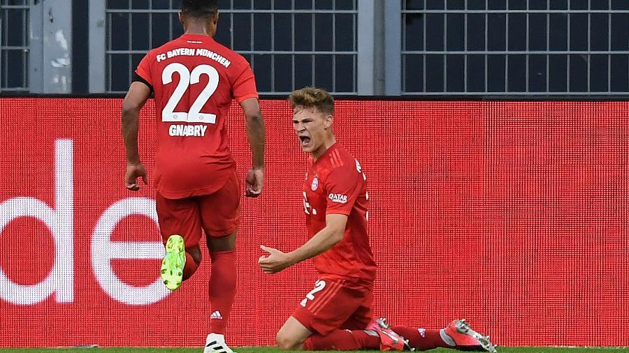 Joshua Kimmich comemora gol do Bayern de Munique contra Borussia Dortmund  - Alexandre Simoes/Borussia Dortmund via Getty Images