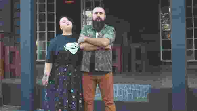 O casal Carolina Schirmer e Paulo Cesar Ferreira, sócios de um bar temático de rock - Divulgação - Divulgação