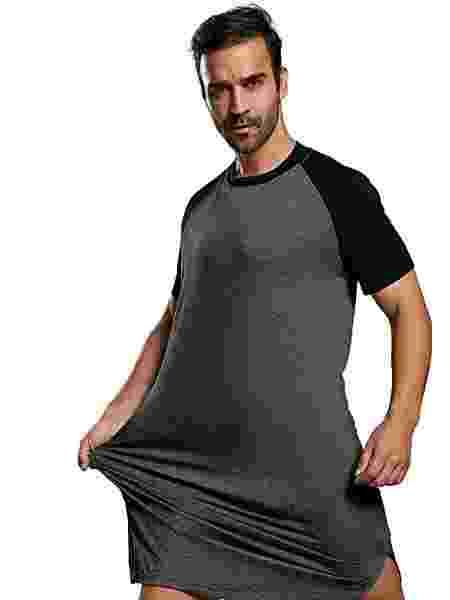 Modelo veste camisola com pose entusiasmada - Reprodução/Amazon